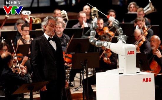 Robot nhạc trưởng đầu tiên trên thế giới