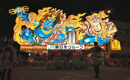 Lễ hội đèn lồng khổng lồ ở Nhật Bản