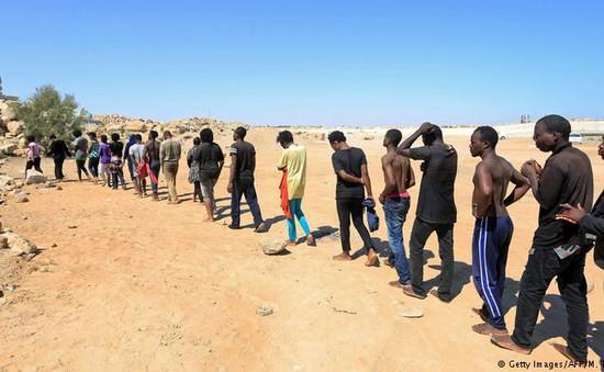 Phát hiện thi thể 19 người di cư tại sa mạc Libya