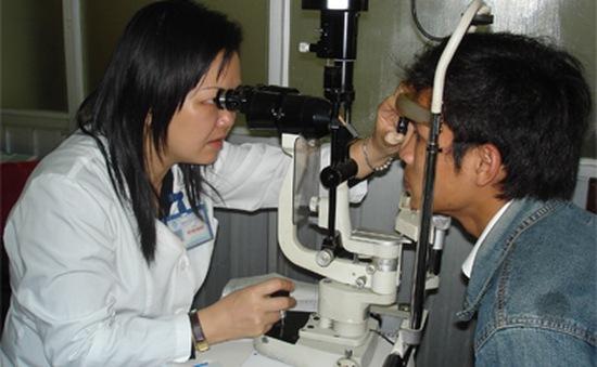 Kiên Giang: Gần 100 người nghèo được được mổ mắt miễn phí