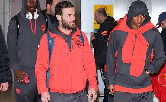 Hòa Rostov, các cầu thủ Man Utd ủ rũ trở lại Manchester