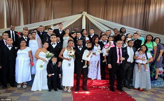 Đám cưới tập thể trong tù tại Colombia