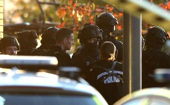 Cảnh sát Anh giải cứu 2 con tin bị bắt giữ tại khu chơi bowling