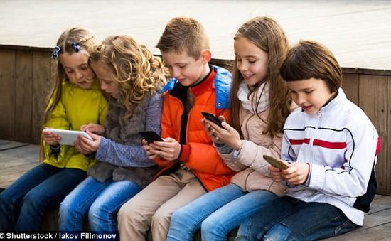Tiếp xúc nhiều điện thoại tăng nguy cơ mắc rối loạn tăng động ở thiếu niên
