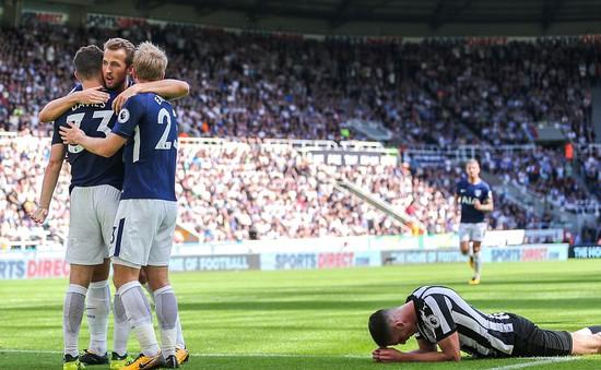 Newcastle 0-2 Tottenham: Buồn ngủ gặp chiếu manh