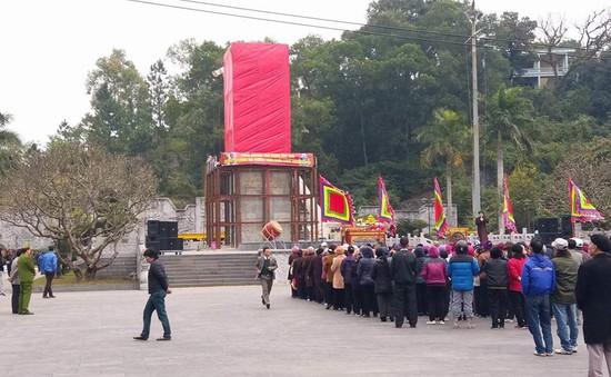 Di dời tượng Đức Ông nặng 40 tấn lên đồi cao 62m ở Quảng Ninh
