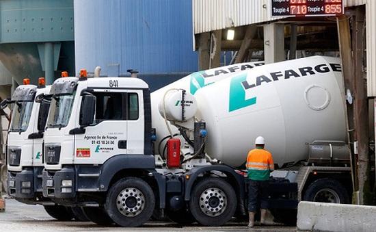 Phát hiện hàng loạt xe tải bị gắn bom ở Paris