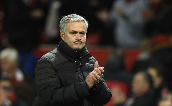"""Fan Man Utd """"đoán già đoán non"""" về hình xăm mới của Jose Mourinho"""