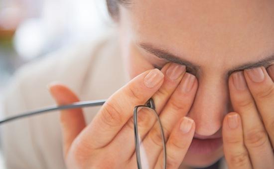 Cách phòng tránh và điều trị bệnh khô mắt khi trời hanh khô