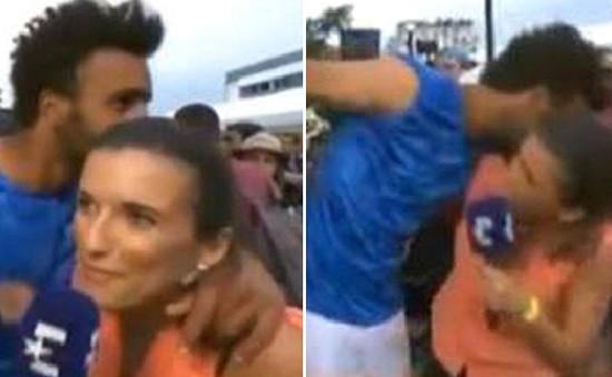 Pháp mở rộng 2017: Tay vợt chủ nhà bị cấm thi đấu vì cưỡng hôn nữ phóng viên truyền hình