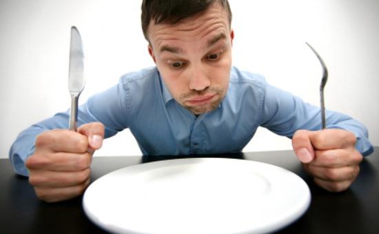 7 ảnh hưởng sức khỏe bạn phải đối diện nếu nhịn ăn thường xuyên