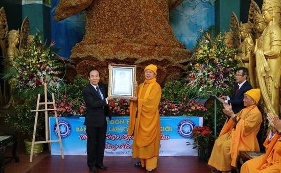 Xác lập kỷ lục thế giới cho Tượng Phật kết bằng hoa