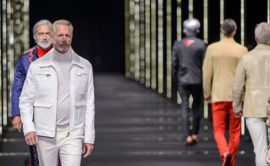 Khi các mẫu nam U50 đổ bộ sàn diễn Milan Fashion Week