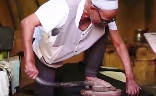 Là quần áo bằng chân - Nghề truyền thống đang dần mai một tại Ấn Độ