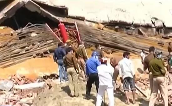 Sập nhà tại Ấn Độ, hàng chục người mắc kẹt