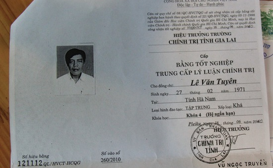 Dùng bằng giả, Phó Bí thư Đảng ủy xã bị cách hết chức vụ