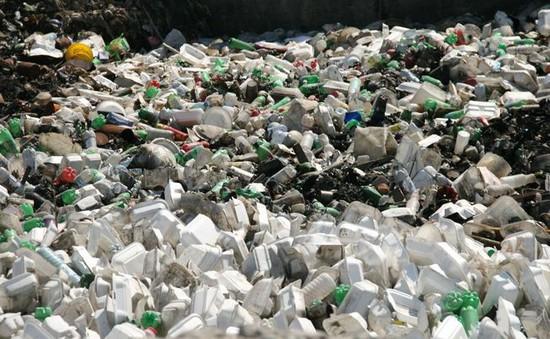 Anh hướng tới đánh thuế chất thải nhựa sử dụng một lần