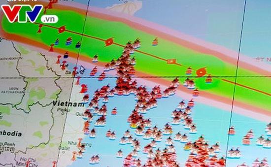 Bão số 10 đang tăng tốc tiến vào bờ miền Trung