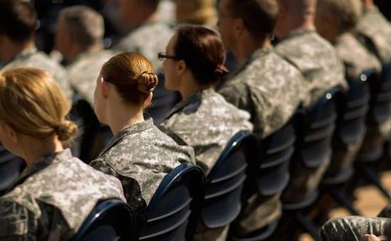 """Bộ Quốc phòng Mỹ điều tra bê bối ảnh """"nóng"""" của nữ quân nhân"""