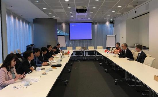 Ban Kinh tế Trung ương thăm và làm việc tại Hà Lan