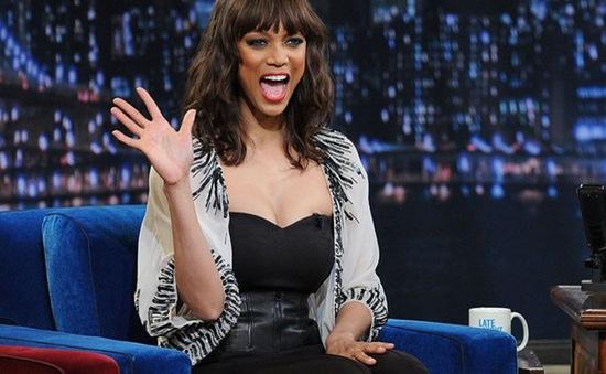 """""""Chán"""" hướng dẫn người mẫu, Tyra Banks làm host America's Got Talent"""