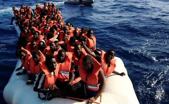 Hơn 2.000 người di cư được giải cứu trên Địa Trung Hải