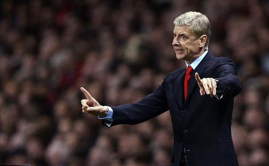 """Buồn bực với truyền thông, Wenger lôi Tottenham, Liverpool ra làm """"bia đỡ đạn"""""""