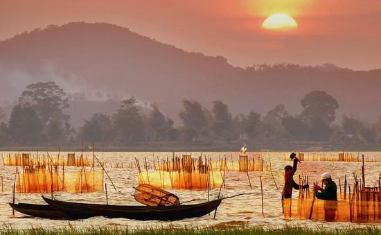 Chiêm ngưỡng vẻ đẹp hồ Lắk
