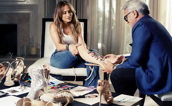 Ngắm những hình ảnh đầu tiên trong BST giày của Jennifer Lopez