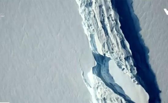 Khối băng khổng lồ hơn 1.000 tỉ tấn bắt đầu tách khỏi Nam Cực