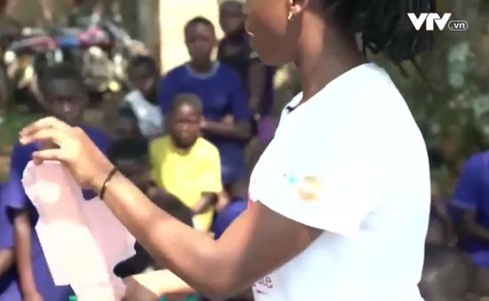 Băng vệ sinh từ bã mía - Giải pháp cho phụ nữ nghèo tại Uganda