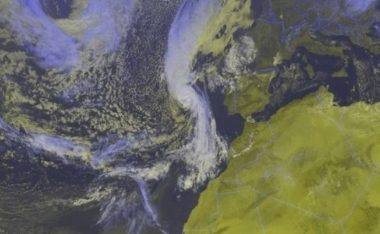 Bão Ophelia tràn vào Ireland