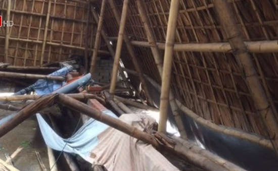 Hà Tĩnh: Nhiều nhà bị tốc mái do bão số 2