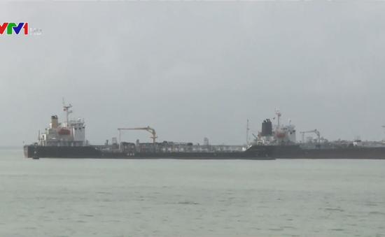 Bắt giữ 9.000 mét khối dầu không hợp pháp trên biển