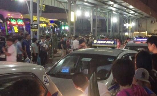 Bến xe ở Hà Nội đông nghịt sau kỳ nghỉ lễ