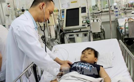 Một bệnh nhi phải cắt bỏ phổi do nuốt bóng đèn led đồ chơi