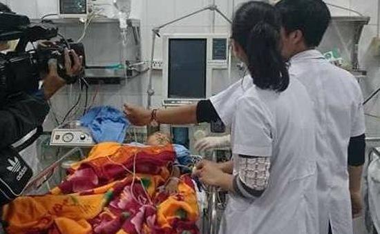 Nhiều nạn nhân vụ sập lan can trường tiểu học đang mê man