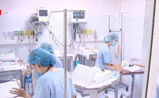 Quá tải trẻ sơ sinh bị viêm phổi