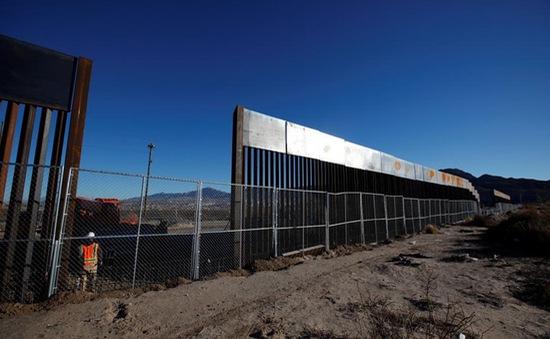Bức tường ngăn Mexico và câu chuyện của những người nhập cư