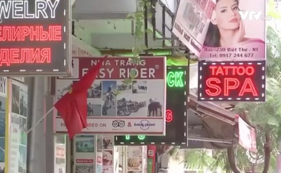"""Biển hiệu """"sính ngoại"""" tràn ngập phố Hà Nội"""