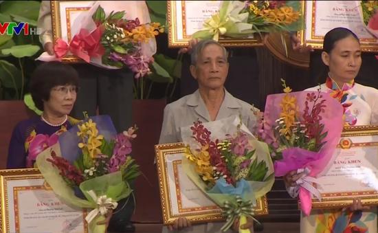 Biểu dương tập thể, cá nhân làm theo tấm gương đạo đức Hồ Chí Minh