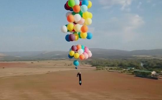 Vượt quãng đường 24km bằng 100 quả bóng bay