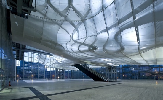 """Tòa nhà hiện đại có kiến trúc """"méo mó"""" khó tin"""