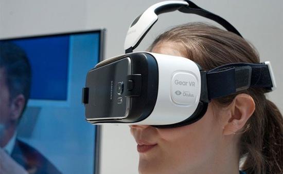 Công nghệ VR giúp người khuyết tật được trải nghiệm cảm giác bơi với cá heo