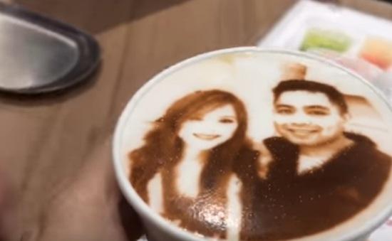 In hình khách hàng trên ly cà phê - Dịch vụ mới lạ ở Tokyo, Nhật Bản