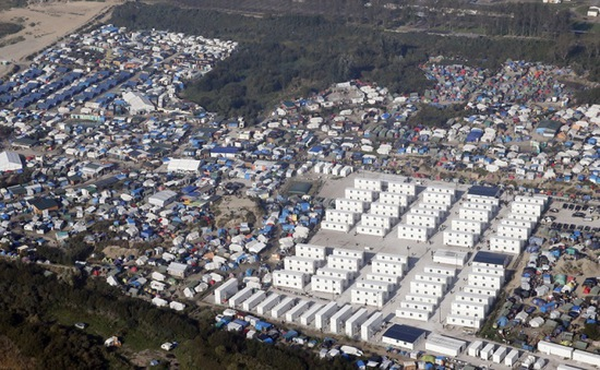 Pháp mở thêm cơ sở tạm trú tại Calais
