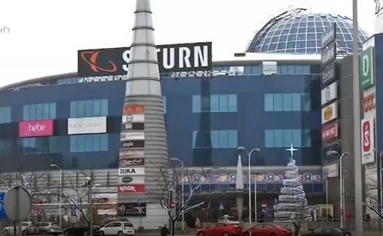 Người dân phản đối lệnh hạn chế mở cửa trung tâm mua sắm tại Ba Lan