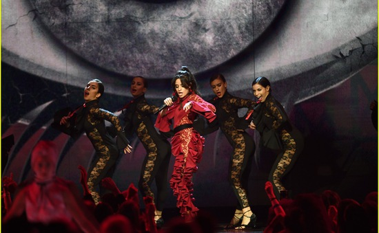 Camila Cabello đốt cháy sân khấu MTV EMAs 2017 với Havana