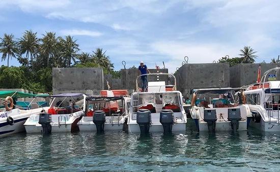 Quảng Ngãi: Đình chỉ 10 canô chở khách qua đảo Bé