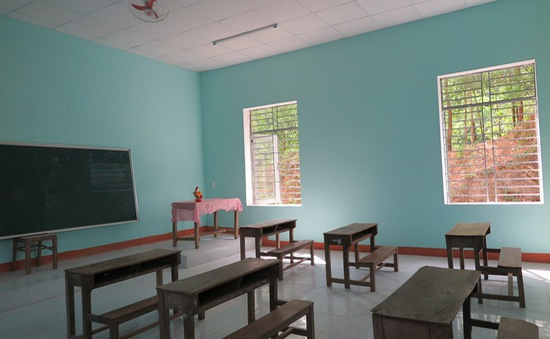 Trao tặng điểm trường cho học sinh khó khăn tại Quảng Nam